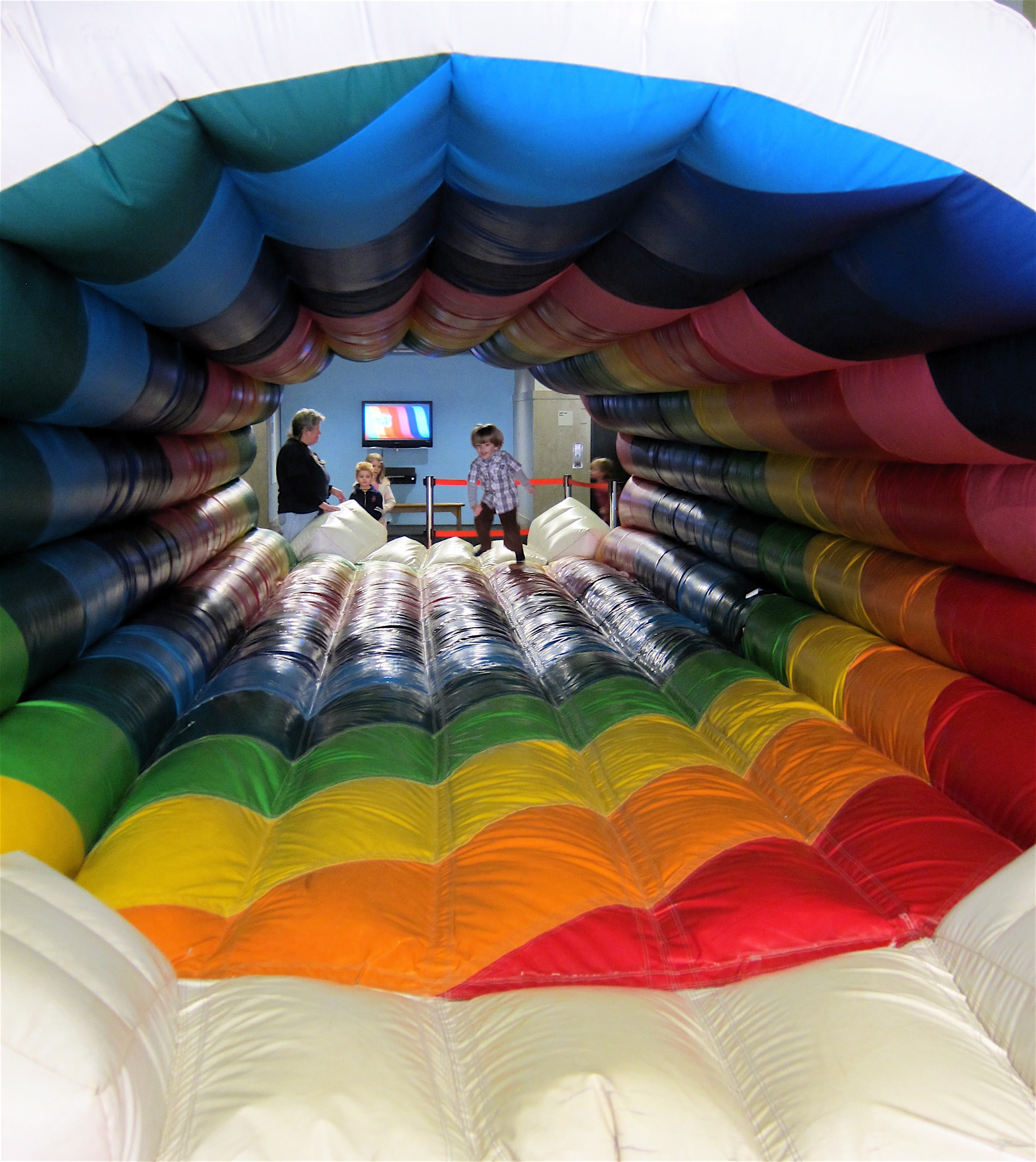 Rainbow Bounce Tunnel